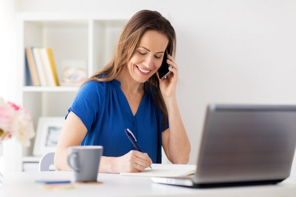 woman-with-notepad-calling-on-smartphone-at-P4USRMY.jpg